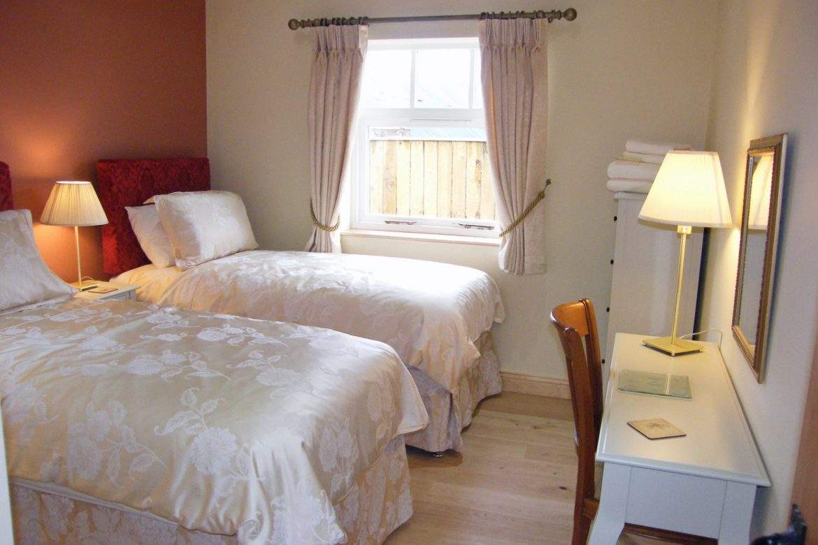twin room in foldyard at broadgate farm cottages