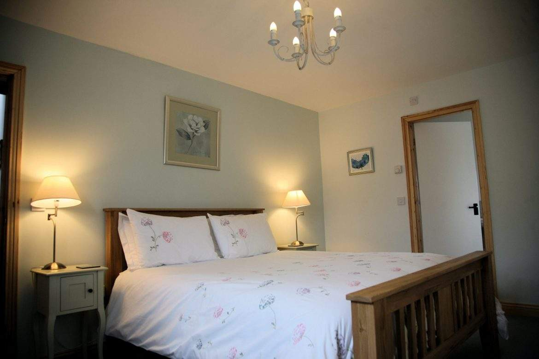 king master bedroom with ensuite shower room