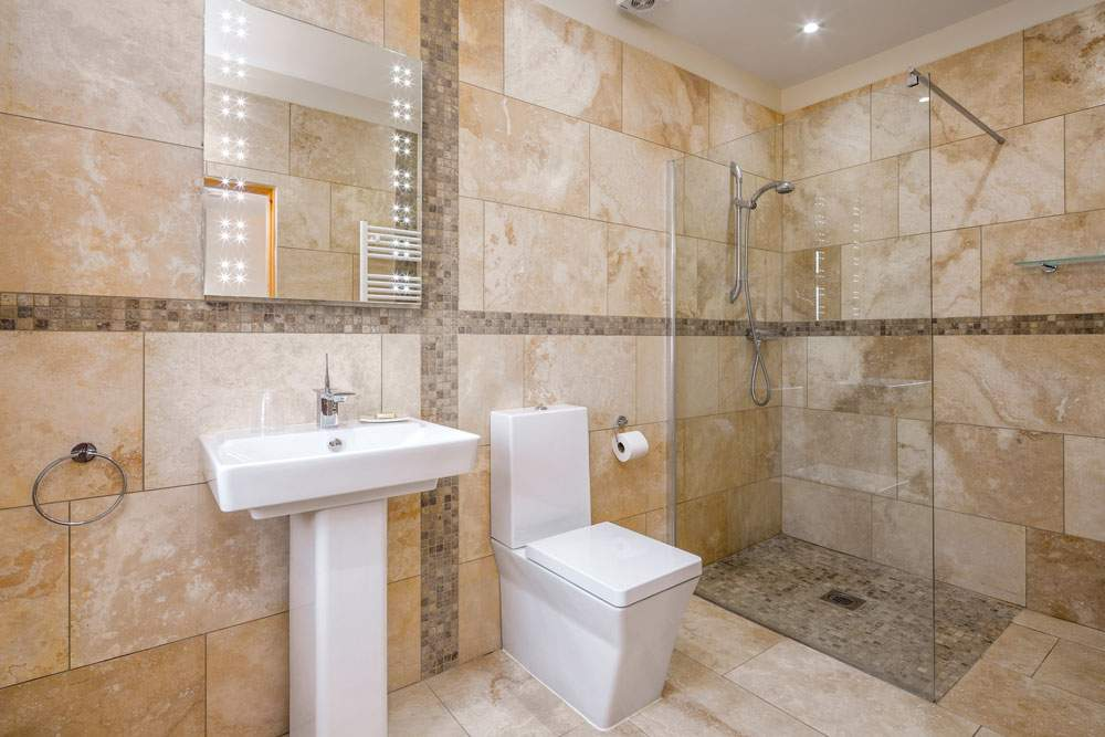 walk in shower at broadgate farm cottages