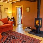 Foldyard cosy cottage with log burner